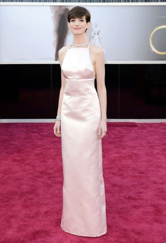 Anne+Hathaway+arrives+on+the+red+carpet+for+the+85th+Annual+Academy+Awards+on+February+24,+2013