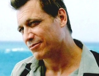 010TLS_Holt_McCallany_001