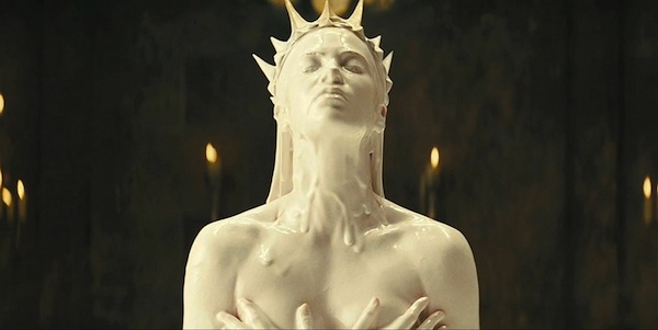 snow-white-huntsman-pic02 charlize theron queen white bath